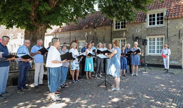 Het Zaltbommels Kamerkoor wordt geleid door Irene Maessen en heeft als insteek om met amateurzangers op niveau te musiceren, waarbij het plezier voorop staat.